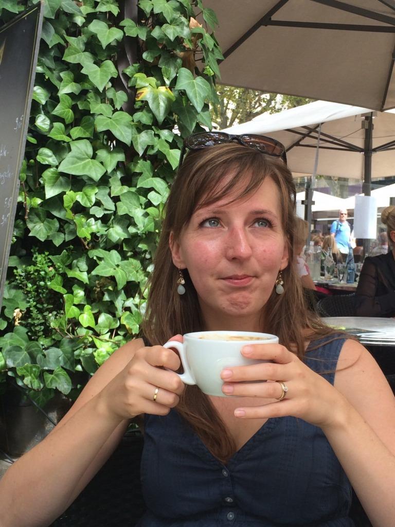 Café au lait dans le Place de l'Horloge
